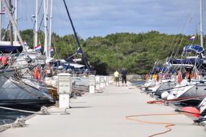 Veli Rat: Eine Marina inmitten einer schönen Bucht. Dugi Otok