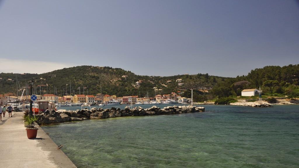 Die Südeinfahrt des Hafens von Gaios auf Paxos