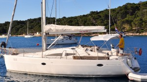 Skipper Michel auf der Elan 384 BarBar