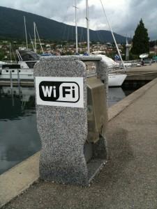 Stromzähler und gratis WLAN im Hafen von St. Blaise