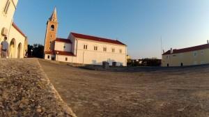 Verwunschen und schön: Der Dorfplatz von Olib