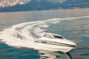 Motorboot in Fahrt