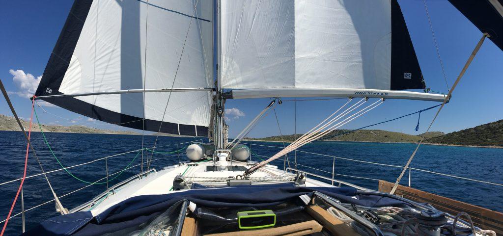 Ausgebaumt vor dem Wind - Auf dem Hochseeschein Skipper Basis Törn