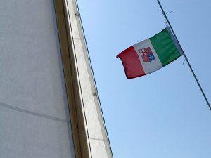 Italien, wir kommen. Die Gastlandflagge ist gesetzt.