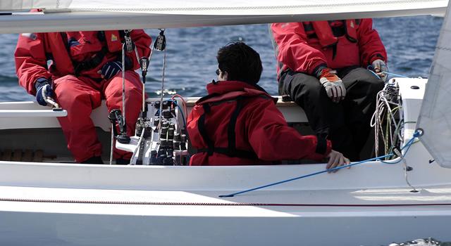 Typische Fahrstunde auf einem Segelboot.
